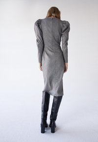 Uterqüe - MIT SCHMUCKKNOPF - Shirt dress - grey - 2