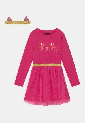 SMALL GIRLS - Jersey dress - pink yarrow