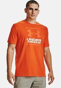 Under Armour - FOUNDATION - Print T-shirt - venomred - 0