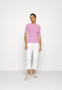 Selected Femme - SLFANNA CREW NECK TEE - Print T-shirt - rose/violet - 1