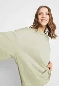 Monki - BILLA TEE - Basic T-shirt - green dusty light - 3
