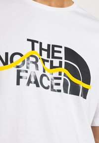 The North Face - MOUNTAIN LINE TEE - Print T-shirt - white/summit gold - 6