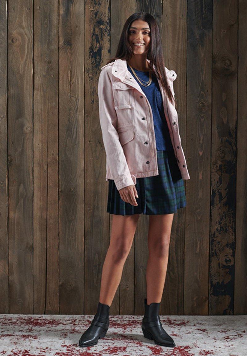 Superdry - ROOKIE VJ - Summer jacket - rosa