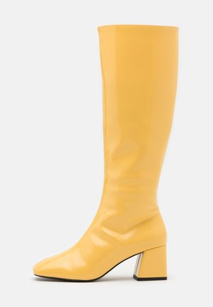 VEGAN PATTIE BOOT - Kozaki - yellow