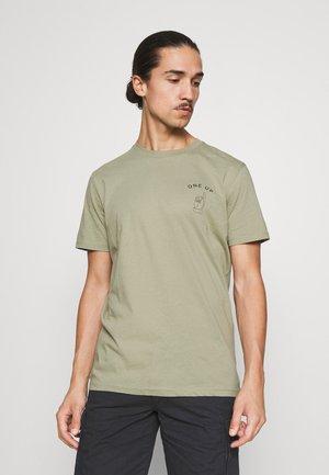SLHCARTER O NECK TEE - T-shirt med print - tea