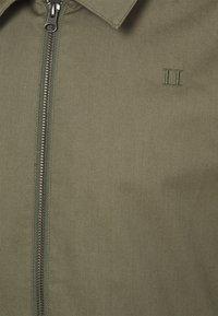Les Deux - MORRIS HERRINGTON JACKET - Giacca leggera - lichen green - 2