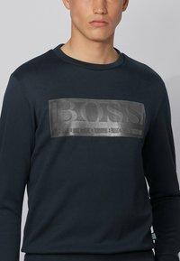 BOSS - SALBO BATCH Z - Langærmede T-shirts - dark blue - 3