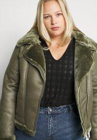 Missguided Plus - PLUS ENTRY FAUX LEATHER AVIATOR - Winter jacket - khaki - 3