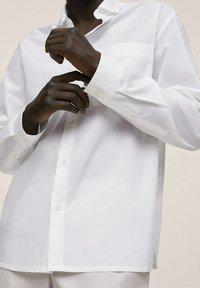 Mango - RELAXED FIT - Formal shirt - weiß - 4