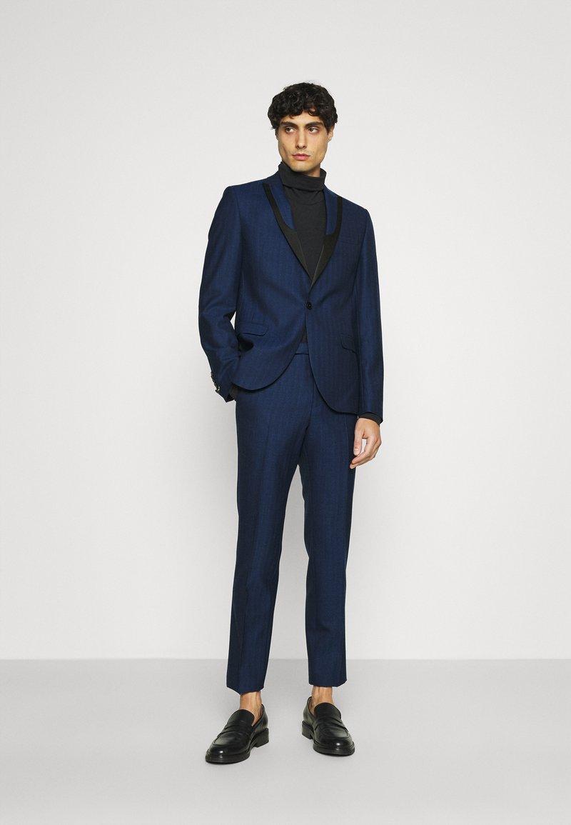 Twisted Tailor - GAUGUIN SUIT - Puku - blue