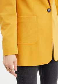 WE Fashion - REGULAR FIT - Blazer - mustard yellow - 4