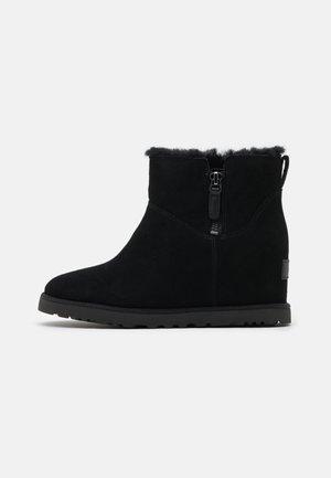 CLASSIC FEMME ZIP MINI - Boots à talons - black