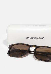 Calvin Klein Jeans - UNISEX - Sunglasses - green - 2