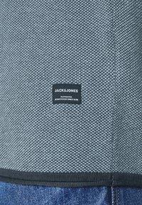Jack & Jones - JJLINCOLN CREW NECK - Strikpullover /Striktrøjer - ombre blue - 3