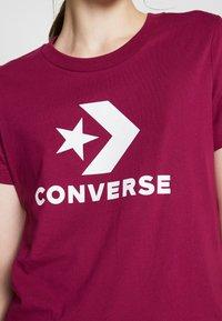 Converse - STAR CHEVRON LOGO TEE - T-shirt imprimé - rose maroon - 4