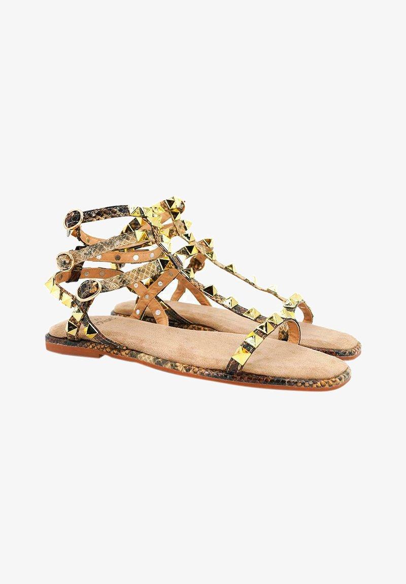 Alma en Pena - Ankle cuff sandals - sand