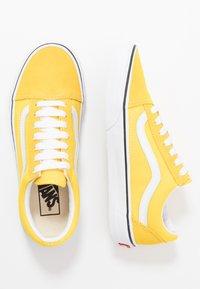 Vans - OLD SKOOL - Trainers - vibrant yellow/true white - 1