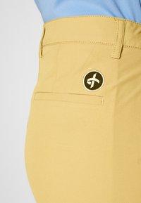 Cross Sportswear - SOLID - Chinosy - deep birch - 5