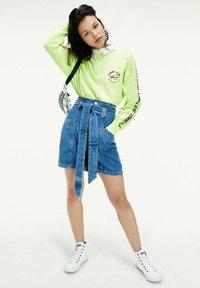 Tommy Jeans - NEW PAPERBAG MOM - Denim skirt - blue denim - 0