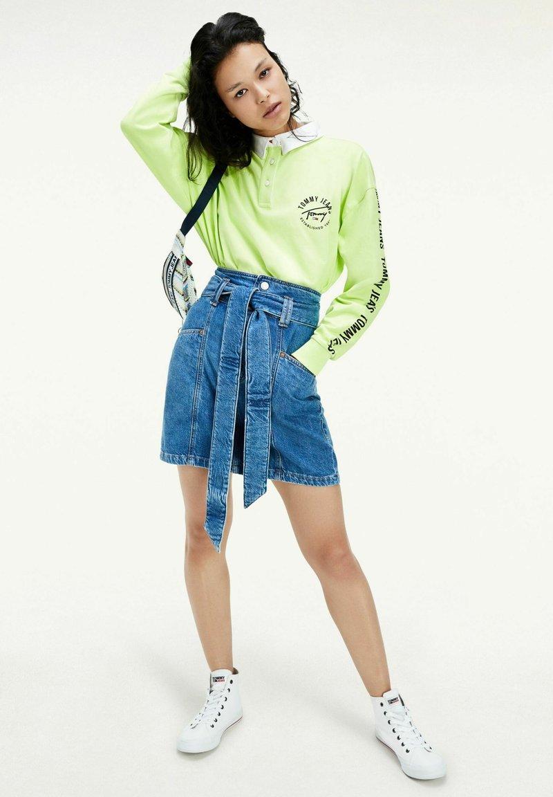 Tommy Jeans - NEW PAPERBAG MOM - Denim skirt - blue denim
