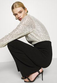 Nly by Nelly - HIGH NECK SEQUIN BLOUSE - Topper langermet - grey - 3