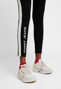 Tommy Jeans - METALLIC BLOCK - Leggings - black - 3