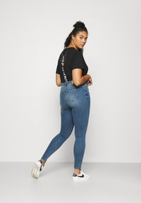 ONLY Carmakoma - CARSALLYLIFE - Jeans Skinny Fit - light blue denim - 2