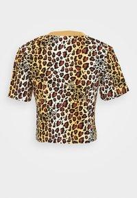 adidas Originals - LEOPARD CROPPED TEE - T-shirts print - multco/mesa - 7
