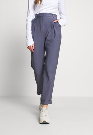 DARTED CROPPED - Pantalones - blue
