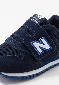 New Balance - IV373SB - Baskets basses - pigment - 2