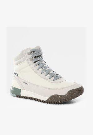 BACK-TO-BERKELEY III - Scarpa da hiking - gardenia white/silverblue