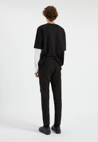 PULL&BEAR - Jeans Tapered Fit - mottled black - 2