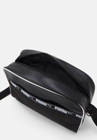 Puma - CAMPUS REPORTER - Across body bag - black - 2