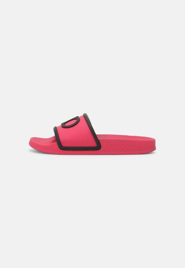 KOS - Sandály do bazénu - fuxia/black