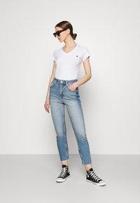 G-Star - EYBEN SLIM 2 PACK - Basic T-shirt - sartho blue/white - 0