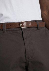 Selected Homme - SLHSLIM JAMERSON PANTS - Chino - phantom - 4