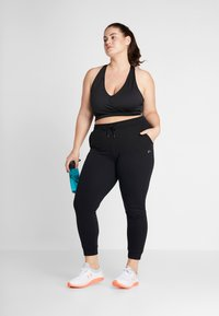ONLY Play - ONPELINA PANTS CURVY  - Tracksuit bottoms - black - 1
