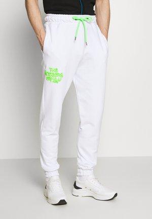 VANDAL - Tracksuit bottoms - white/green fluo