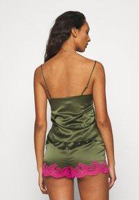 Agent Provocateur - AMELEA CAMISOLE - Pyjama top - khaki/bright pink - 2