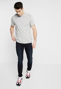 Burton Menswear London - BASIC CREW 7 PACK - Basic T-shirt - black/white/grey - 1