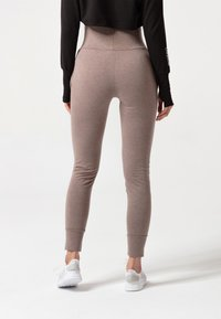 carpatree - BELLE SWEATPANTS - Verryttelyhousut - brown - 2
