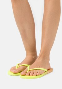 Havaianas - SLIM FIT GRADIENT FLUO - T-bar sandals - white/fluorescent galactic green - 0