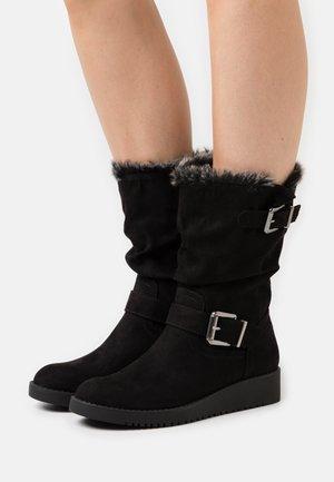 TESSI WEDGE WALKER - Stivali con la zeppa - black