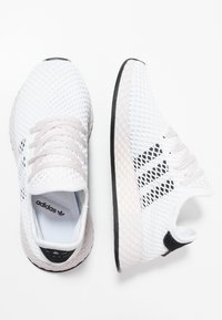 adidas Originals - DEERUPT RUNNER - Sneakers - footwear white/core black/orchid tint - 3