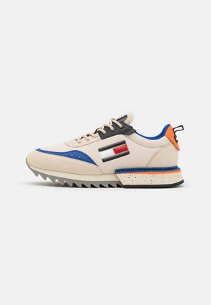 CLEATED RUNNER MIX - Zapatillas - smooth stone