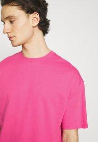 9N1M SENSE - BUTTERFLY CLOUDS UNISEX - T-shirt imprimé - azalea pink - 3