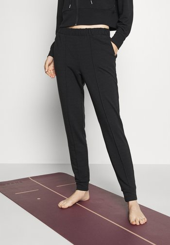 ALL DAY STUDIO PANT - Tracksuit bottoms - black