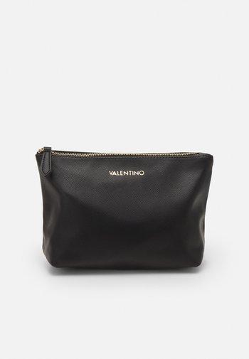 MAPLE - Wash bag - nero
