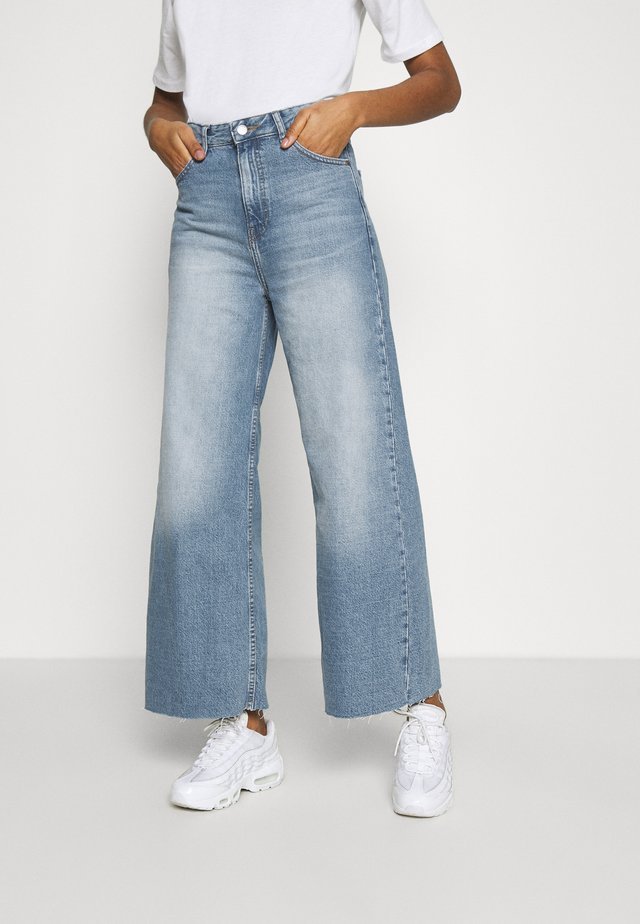 AIKO CROPPED - Jeans relaxed fit - empress blue