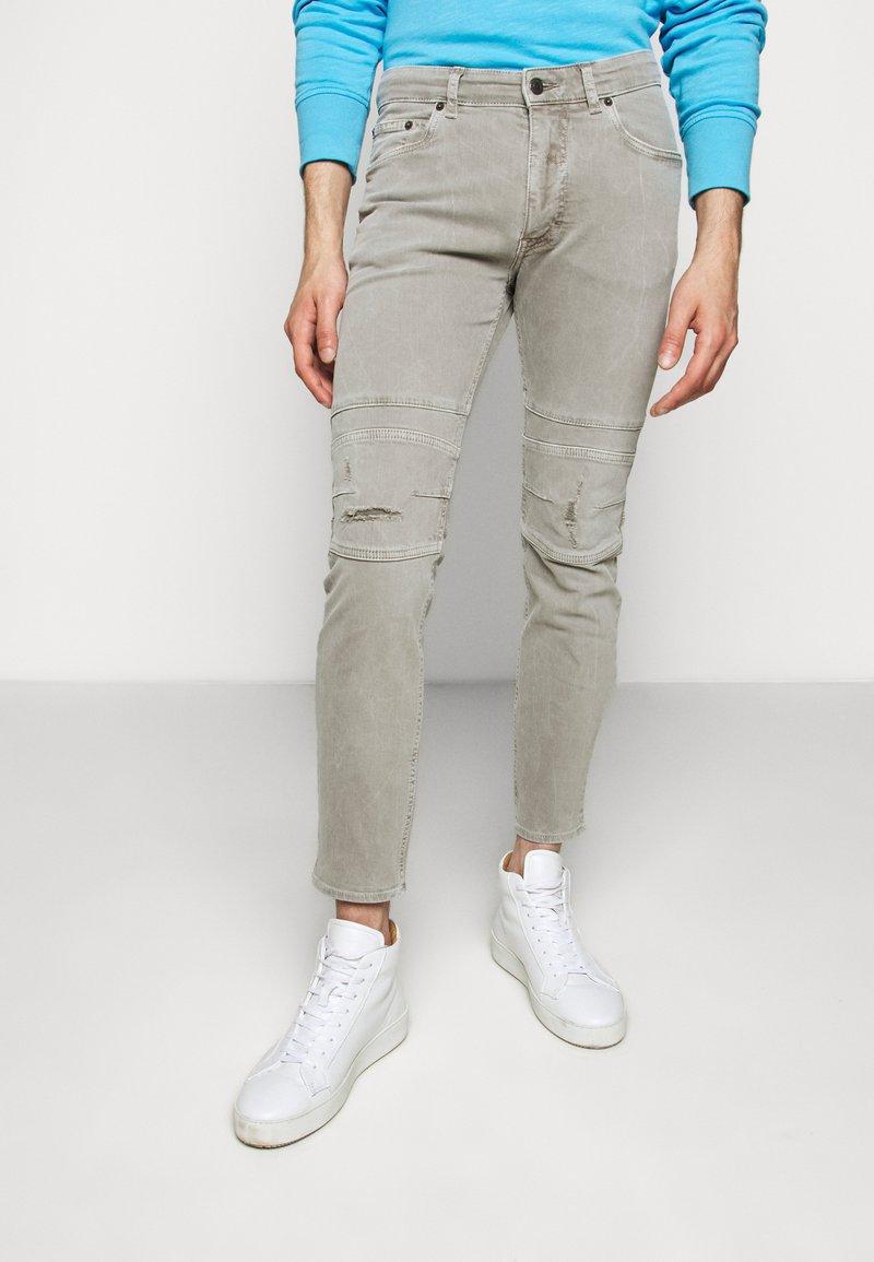 DRYKORN - RAZ - Slim fit jeans - grau